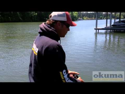 How to skip lures under docks properly - Scott Martin skips under docks when fishing for big bass