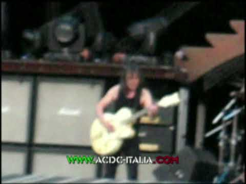 AC/DC Glasgow June 30th '09 SHOOT TO THRILL, Malcolm with Gretsch White Falcon