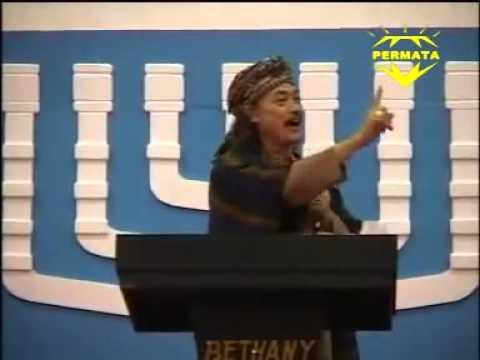 Ceramah KH DR Nuril Arifin MBA di Natal Gereja Bethany Tayu Pati 2013   PART 1