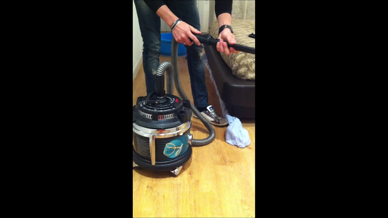 Como limpiar debajo de camas y canap s youtube - Limpiar un sofa ...