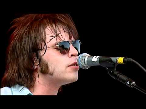Supergrass - Moving (Live V Festival 2002)