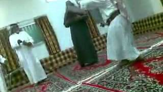 YouTube - رقص شايب منسم Old mand dancer.flv