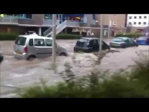 Wateroverlast in Arnhem, op de Wichard van Pontlaan.
