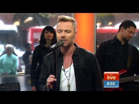Ronan Keating performs 'When You Say Nothing At All'