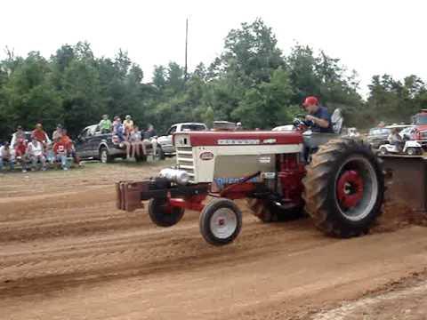 460 Farmall pulling tractor Video