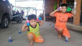Đồ chơi trẻ em bé pin bắt bóng nhận quà  ❤ PinPin TV ❤ Baby toys ball gifl