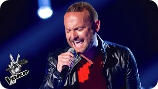 Kevin Simm performs