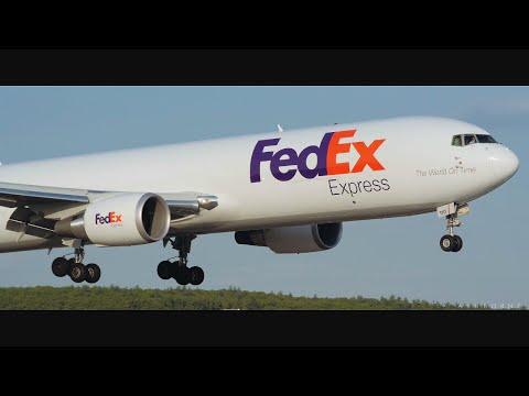 FedEx B763 Crosswind Landing @ MHT