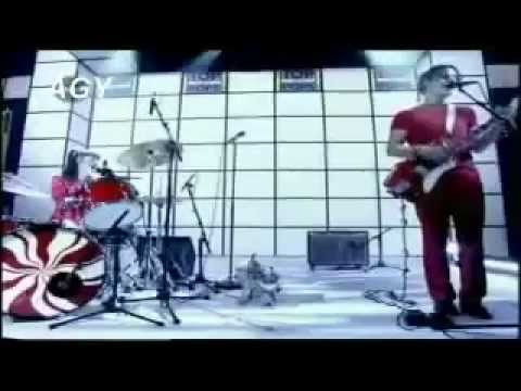 The White Stripes - Hotel Yorba (Live Top Of The Pops)