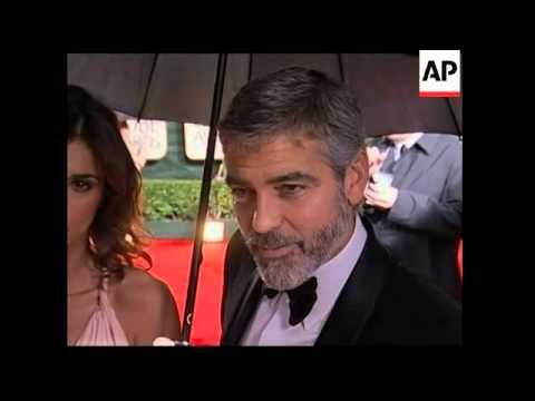 Stars at Golden Globe Awards pledge help for Haiti