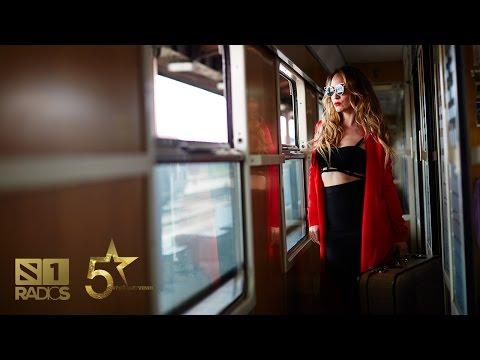 Jelena Tomasevic - Zivot u koferima - [Official video 2016] - 5 VELICANSTVENIH - RADIO S