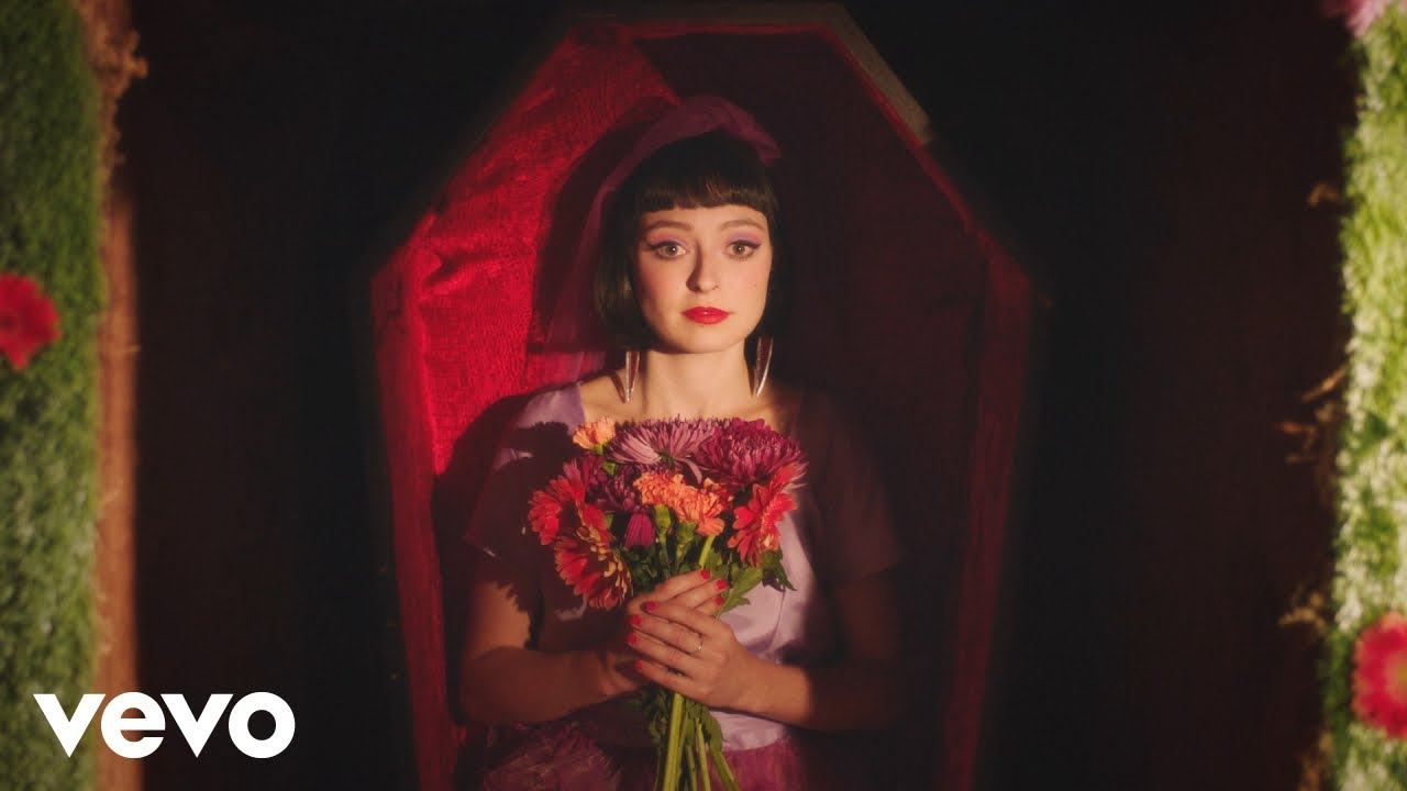 "Stella Donnelly - ""Die""のMVを公開 新譜「Beware of the Dogs」収録曲 thm Music info Clip"