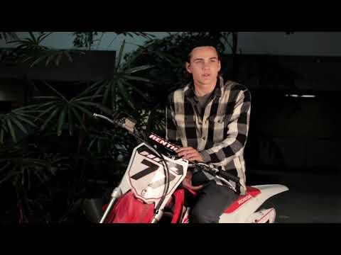 A X L - Itw Alex Neustaedter (Official Video)