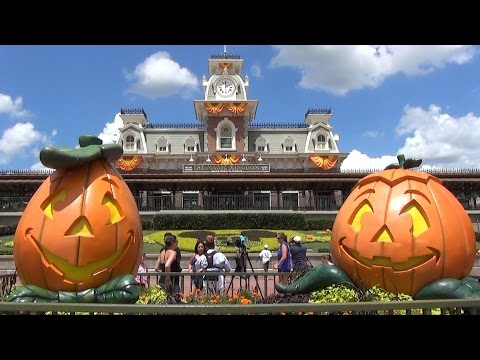 Halloween Decorations at Magic Kingdom 2014 - Jack-O-Lanterns, Pumpkins, Scarecrows, New Locations