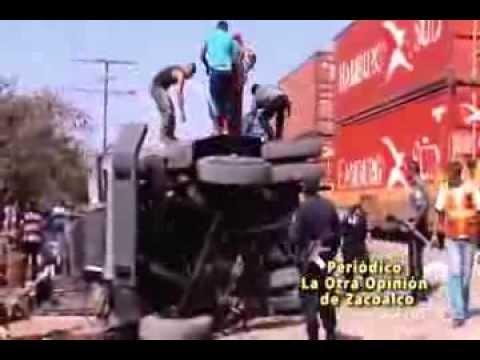 Choque de camión de valores con el tren en Zacoalco