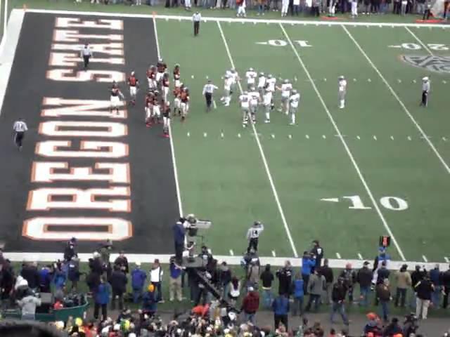 Oregon RB LaMichael James scores a touchdown vs. OSU 12-04-2010