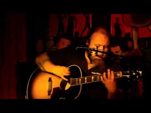 """www.fb.com/andreaskuemmert.fanpage Andreas Kümmert live im Too Dark Berlin, Kreuzberg am 11.08.2013 Singer / Songwriter """"Rocket Man"""" Andreas Kümmert ist ja d..."""