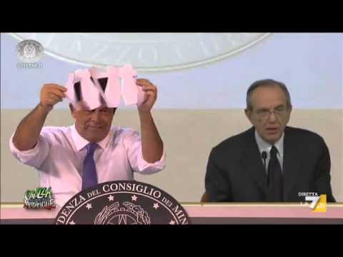 Crozza-Renzi in conferenza stampa con Padoan