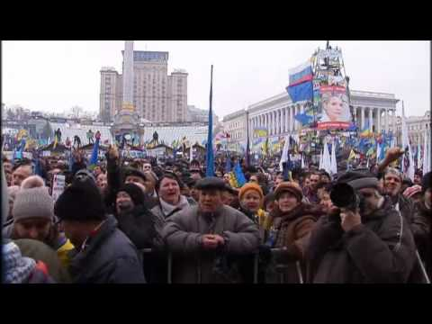 Ukraine: Hundreds of thousands gather for protests in Kiev