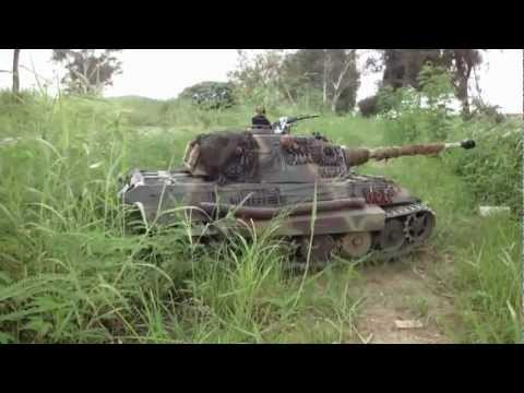 1/4 Scale RC Königstiger King Tiger Tank Clearing the Path
