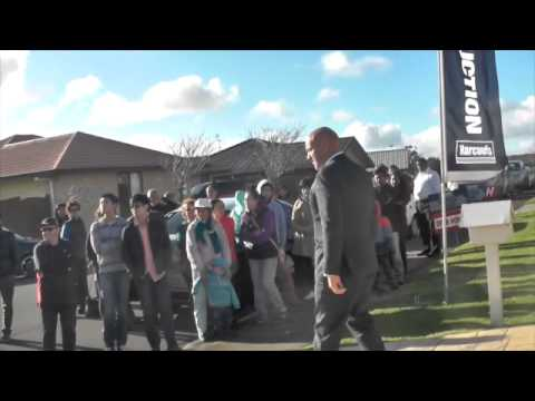 Curbside Auction, Henderson New Zealand