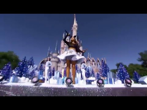 Ariana Grande | FOCUS *LIVE* at the DISNEY PARADE 2015 *HD*