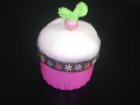 How to make a Detergent Cap Cupcake Pincushion