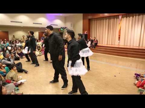 Best Pakistani Wedding Mehndi Dance 2012 (bmdc) video