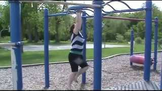 I CAN DO THE MONKEY BARS