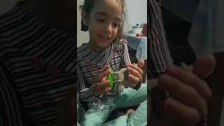Abrindo o brinquedo