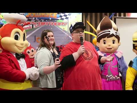 Download Lagu HUGE BIRTHDAY PARTY AND SAM'S DANCE SHOWDOWN AT JOLLIBEE 1000th LOCATION PHILIPPINES VLOG 8 MP3 Free
