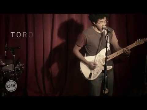 Toro y Moi - Empty Nesters (Live @ KCRW, 2015)