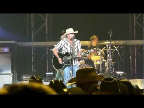 Jason Aldean - I Break Everything I Touch Live at Calgary Stampede 2010