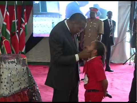 H.E Uhuru Kenyatta dances at Kenya Red Cross Society's 50th Anniversary.