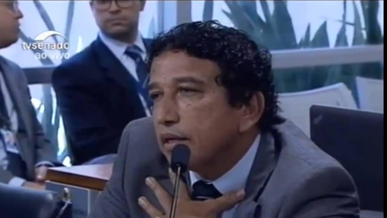 """Magno Malta diz: """"Romário nunca fez gol contra, e sempre cumpriu com sua palavra,"""" será? kkkk"""