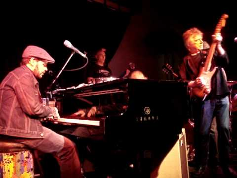 Live Music : Guitar Boogie : Jools Holland Rhythm&Blues Orchestra, featuring Dave Edmunds