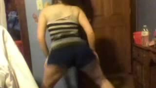 amazing white gurl twerking her a** off