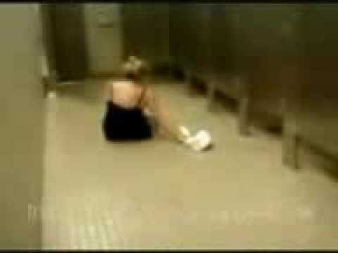 Naughty Girl Drunk In Toilet Caught An Accident !!! video