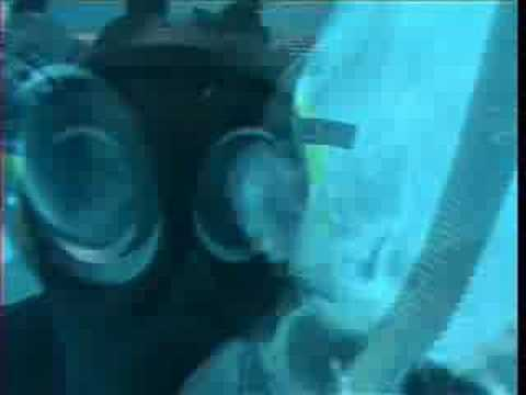 Susirubbr in S10 Gasmask underwater Video