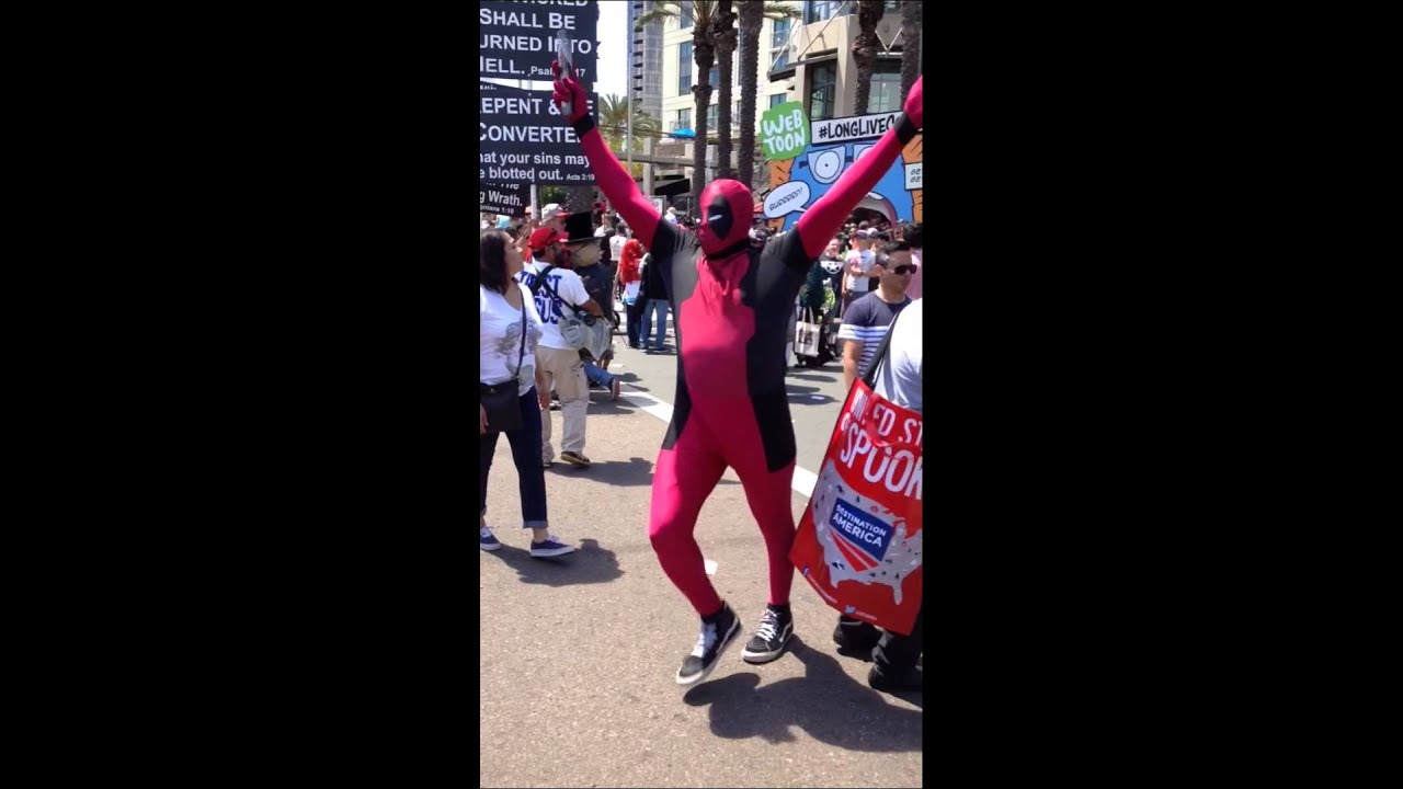 [DeadPool does running Man! on Street Preacher! Comic-Con 201...] Video