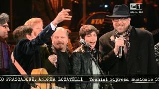 Gianni Morandi Marco Mengoni Gigi D'Alessio e altri artisti in Piazza grande. Omaggio a Lucio Dalla