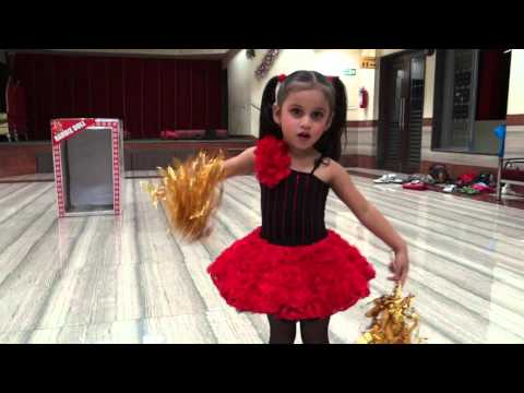 smallest & Cutest Girl Maithili Dancing on chadti jawani. Pacemakers Dance Academy 9323578377)