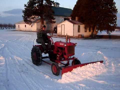 Homemade Snow Plow 53 Farmall Cub ZERO Degree Cold Start