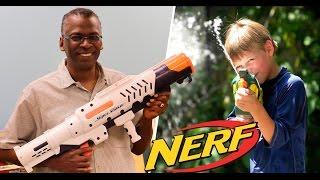 Pistola de agua mas poderosa del mundo - Dueño millonario | NERF
