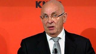 رئاسة الفيفا: فان براغ يعرض على بلاتر منصبا استشاريا