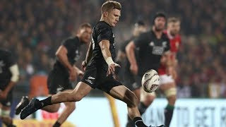 damian mckenzie shows of amazing talent kicking accurately with both feet