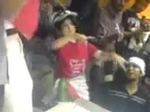 Raghse Dokhtare Irani Dar Stadum Azadi video