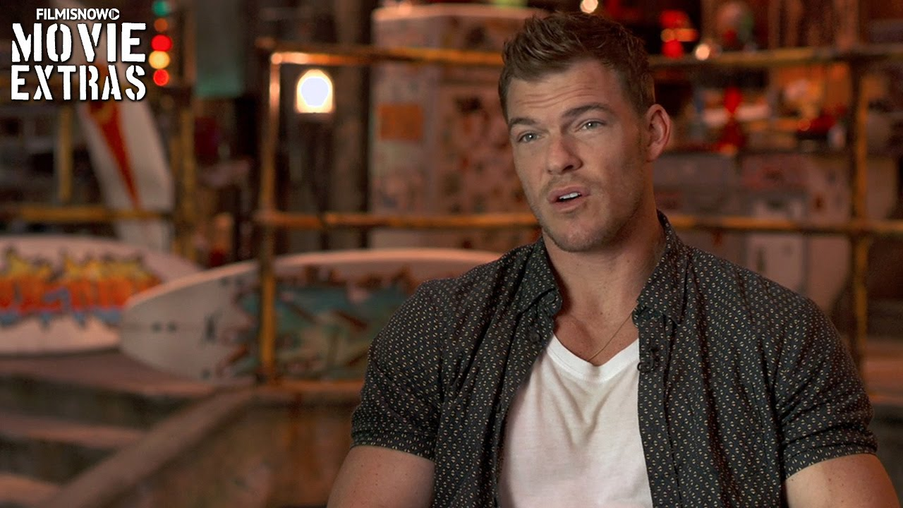 Teenage Mutant Ninja Turtles: Out of the Shadows | On-set with Alan Ritchson 'Raphael' [Interview]