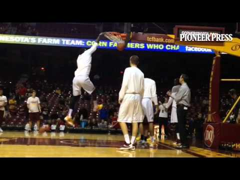 #Gophers post players warm up and throw down before playing South Dakota on Saturday.