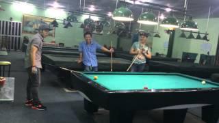 Ca sĩ Akira Phan chọc quê đồ đệ of cơ thủ Trần Đình Hoà khi dành chiến thắng